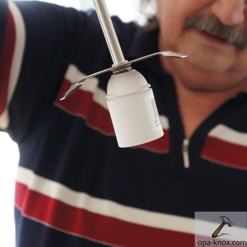 Fassung an Lampe montieren