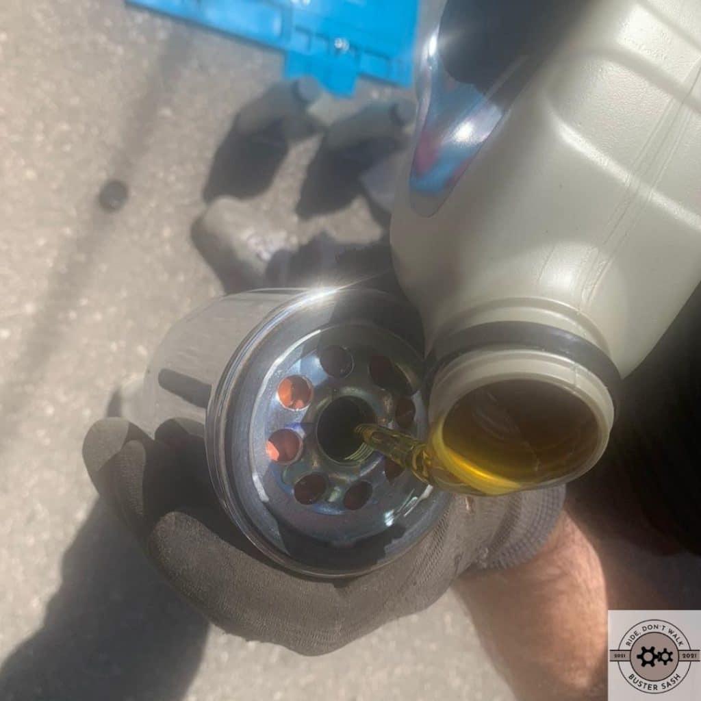 Ölfilter mit Öl füllen